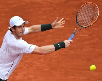PARIS, FRANCE - MAY 29: Andy Murray of United Kingdom returns to John Isner of US during the men's single fourth round match at the French Open tennis tournament at Roland Garros Stadium in Paris, France on May 29, 2016. Mustafa Yalcin / Anadolu Agency  TENIS TURNIEJ TENISOWY FRANCJA PARYZ  FOT.ABACA/NEWSPIX.PL POLAND ONLY!!! --- Newspix.pl *** Local Caption *** www.newspix.pl  mail us: info@newspix.pl call us: 0048 022 23 22 222 --- Polish Picture Agency by Ringier Axel Springer Poland