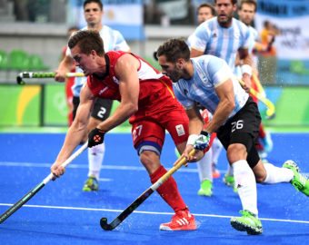 RIO DE JANEIRO, Aug. 18, 2016  Tom Boon of Belgium (L) competes during the men's gold medal match of hockey between Argentina and Belgium at the 2016 Rio Olympic Games in Rio de Janeiro, Brazil, on Aug. 18, 2016. Belgium won the silver medal.  dh) (Credit Image:   Yan Yan/Xinhua via ZUMA Wire)  IGRZYSKA OLIMPIJSKIE W BRAZYLII OLIMPIADA  FOT.ZUMA/NEWSPIX.PL POLAND ONLY!!! --- Newspix.pl *** Local Caption *** www.newspix.pl  mail us: info@newspix.pl call us: 0048 022 23 22 222 --- Polish Picture Agency by Ringier Axel Springer Poland